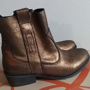 Charles David CCD Size 7.5 Bronze Cowboy Boots